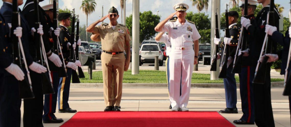 Defensa visita sede del Comando Sur 6
