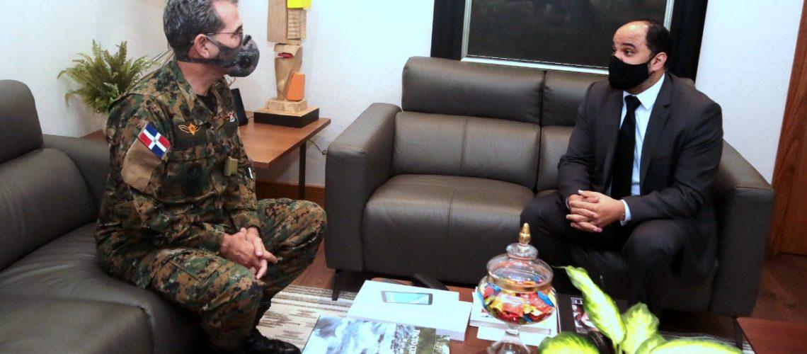 Defensor del pueblo visita al ministro de defensa 1